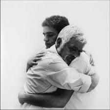 abrazo padre hijo